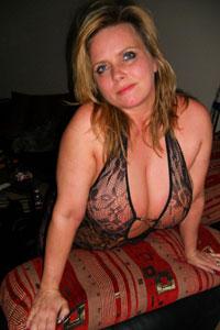 Amateurgirl mit geilen grossen Titten Körbchen F
